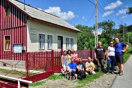 poranek-pod-domem-lukasza-w-pojanie-mikuli-rumunia-2014-szymon-nitka-1672